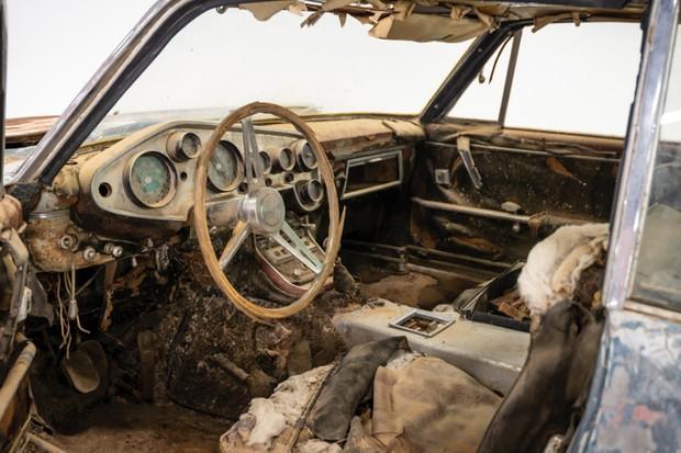 O interior também está acabado, porém todas as peças originais foram mantidas (Foto: Divulgação)