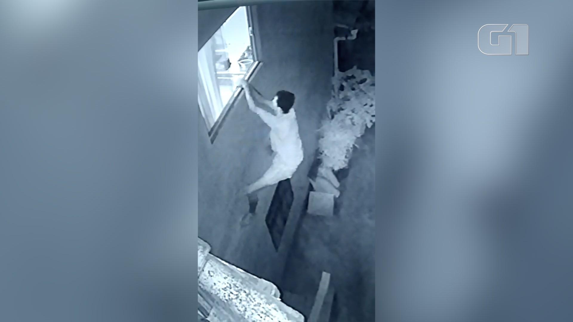 Vídeo flagra homem escalando parede para invadir casa em Búzios, no RJ
