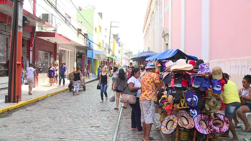 Comércio na Rua das Calçadas, no Centro do Recife — Foto: Reprodução/TV Globo