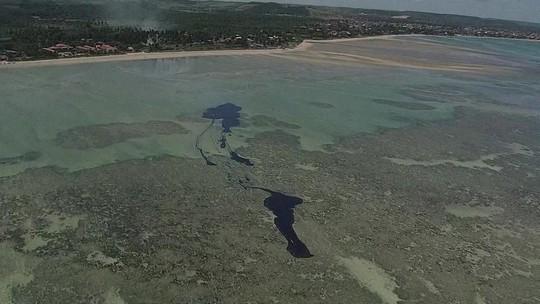 Justiça dá 24 horas para o governo tomar medidas para conter óleo em Pernambuco