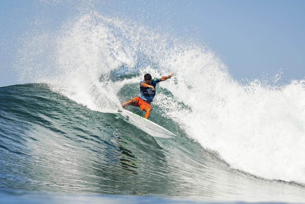Depois de avançar nas quartas, Michael Rodrigues caiu na semifinal em Keramas  — Foto: Dorsey / WSL