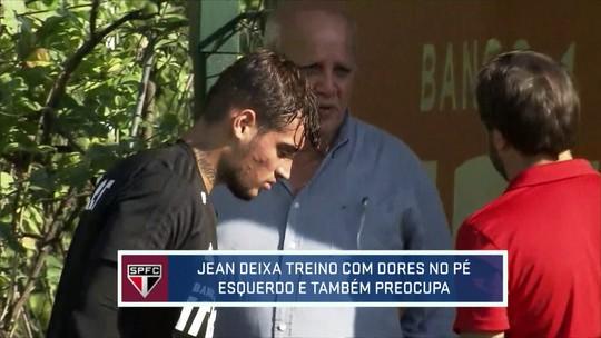 Jean deixa treino com dores no pé e dá susto na comissão técnica do São Paulo