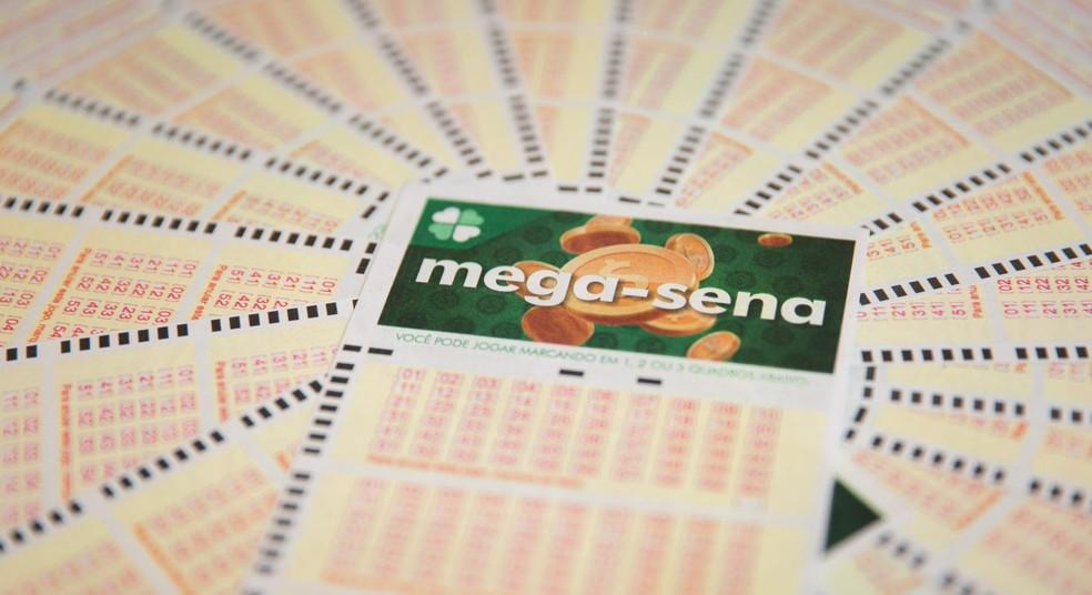 Aposta única da Mega-Sena custa R$ 3,50 e apostas podem ser feitas até às 19h — Foto: Marcelo Brandt / G1