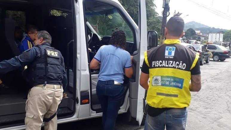 Ônibus intermunicipais são apreendidos em Petrópolis, no RJ - Notícias - Plantão Diário