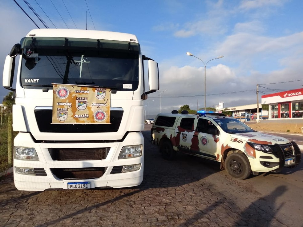 Carreta que tinha sido roubada foi apreendida  — Foto: Divulgação/SSP