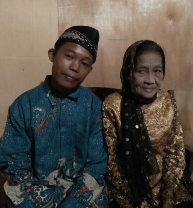 Na Indonésia, vovó de 71 anos se casa com adolescente de 16