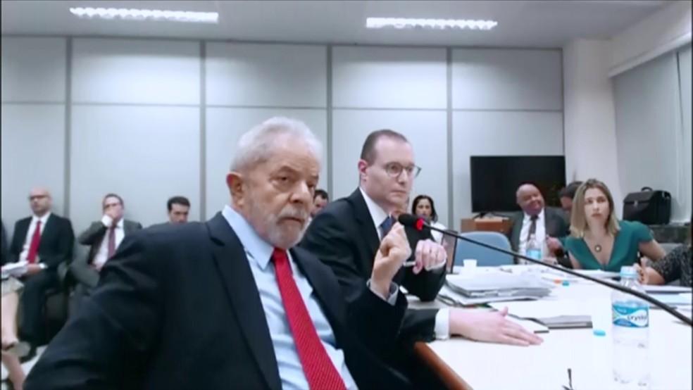 O ex-presidente Lula presta depoimento no caso do sítio de Atibaia — Foto: Reprodução