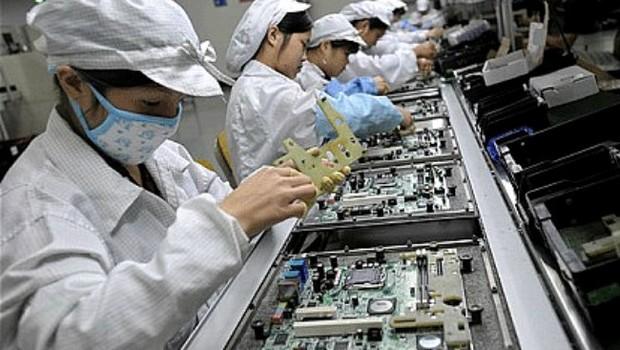 Linha de produção da Foxconn em Shenzhen China (Foto: Getty Images)
