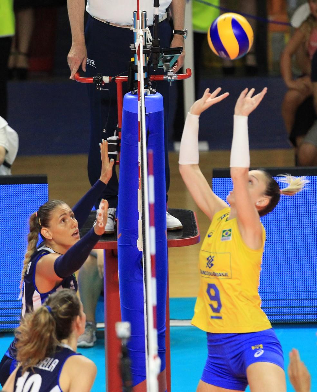 Brasil e Itália fizeram um jogo equilibrado (Foto: Divulgação/FIVB)