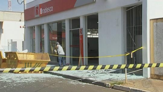 Criminosos explodem caixas eletrônicos de agência bancária de Guaraci