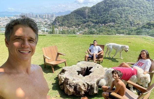 Marcio Garcia mora no Joá, no Rio, com a mulher, Andrea, e os quatro filhos, Pedro (18), Nina (16), Felipe (12) e João (7) (Foto: Reprodução)
