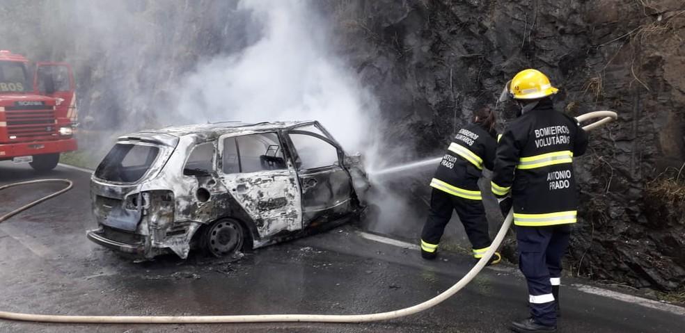 Motorista do veículo não foi encontrado no local do acidente. — Foto: Bombeiros Voluntários de Antônio Prado/Divulgação