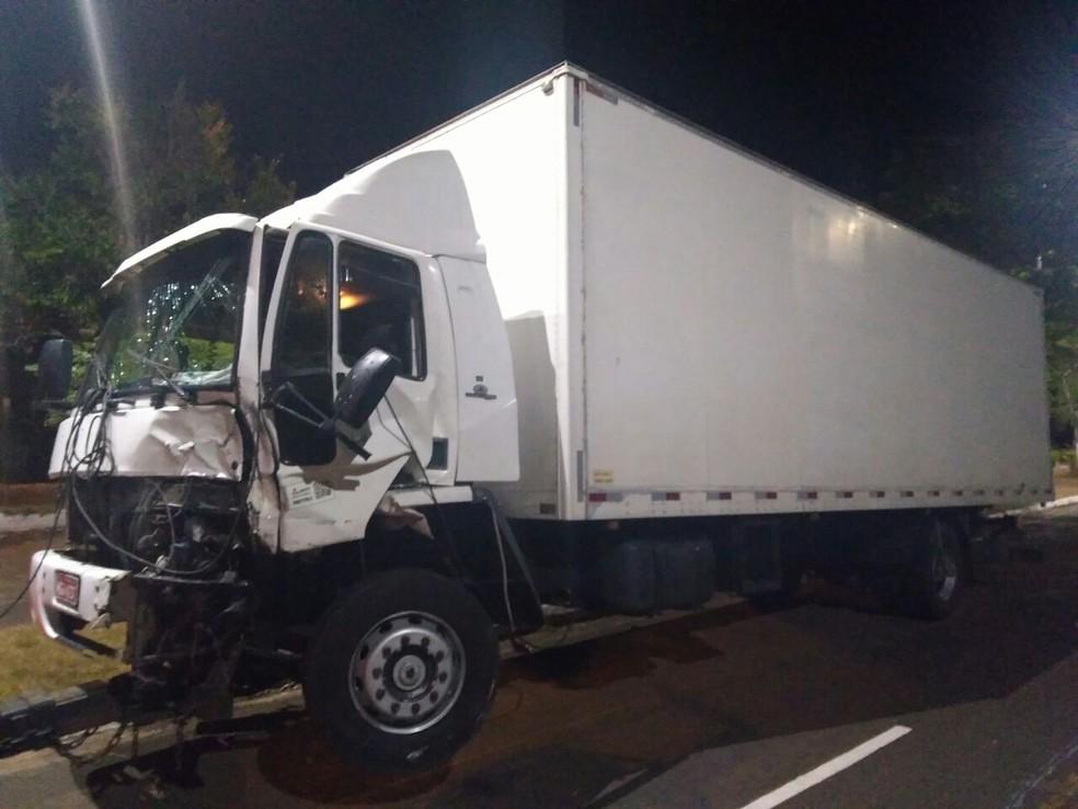 O motorista do caminhão não se feriu (Foto: Danilo Brumatte/Arquivo pessoal)