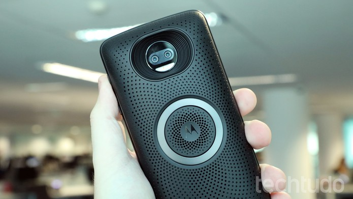 Moto Snap Stereo Speaker é uma caixa de som para o seu Moto Z (Foto: Bruno De Blasi/TechTudo)