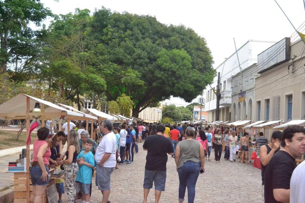 Feira do Paço ocorre no entorno da Praça Dom Pedro II, no Centro Histórico (Foto: Divulgação/Instituto Amazônia)