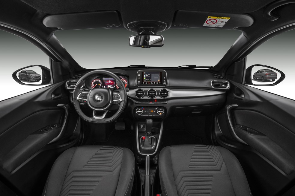 Fiat Cronos HGT tem o interior todo escurecido  — Foto: Divulgação