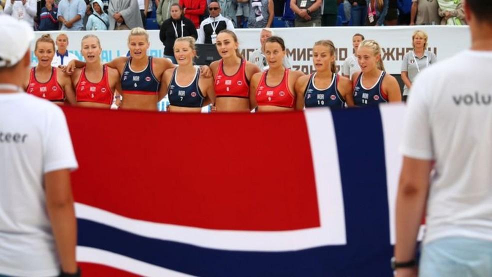 Debate sobre código de vestimenta das atletas é tema de debate há muito tempo — Foto: Getty Images via BBC