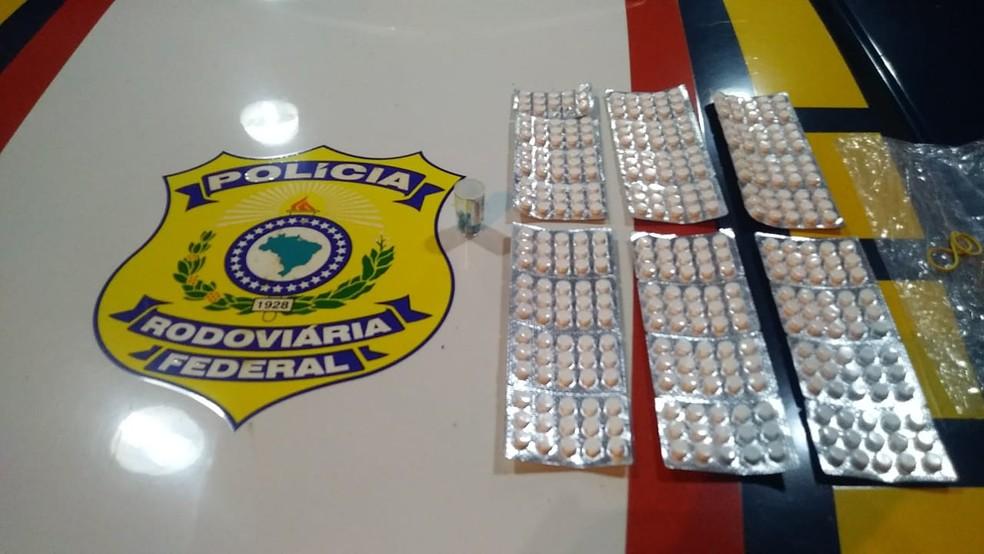 Caminhoneiro é preso com 358 comprimidos de anfetamina intactos na BR-316 em Caxias — Foto: Divulgação/Polícia Rodoviária Federal