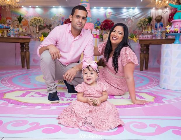 Isabela com o pai e a mãe  (Foto: Arquivo Pessoal )