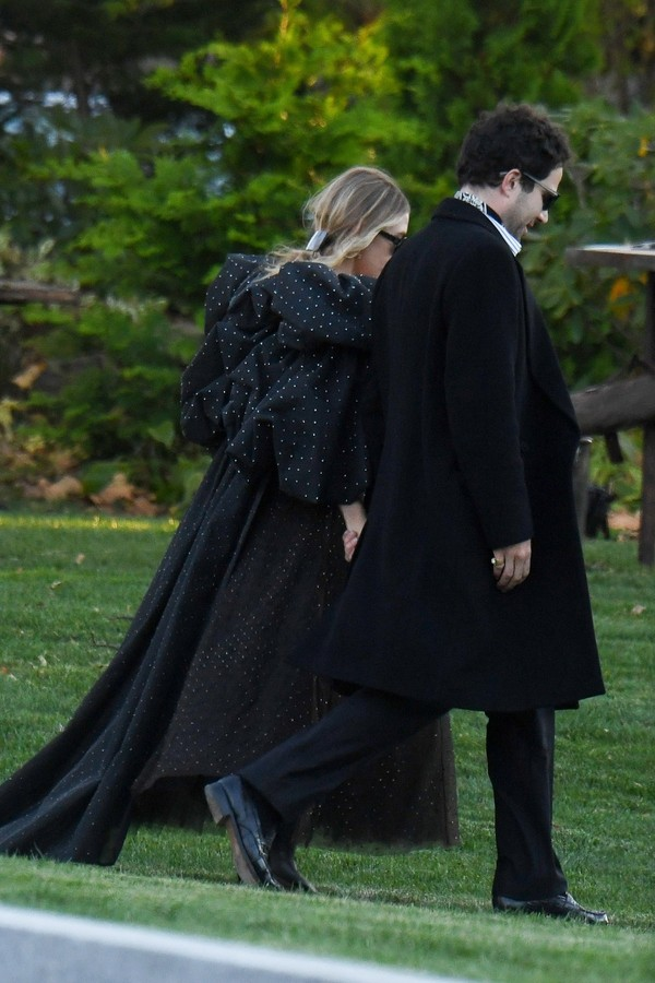 Newport, RI  - Celebrities guests arrive to Jennifer Lawrence and Cooke Maroney's wedding in Newport, Rhode Island.Pictured: Ashley Olsen, Louis EisnerBACKGRID USA 19 OCTOBER 2019 USA: +1 310 798 9111 / usasales@backgrid.comUK: +44 208 344 (Foto: JosiahW / BACKGRID)