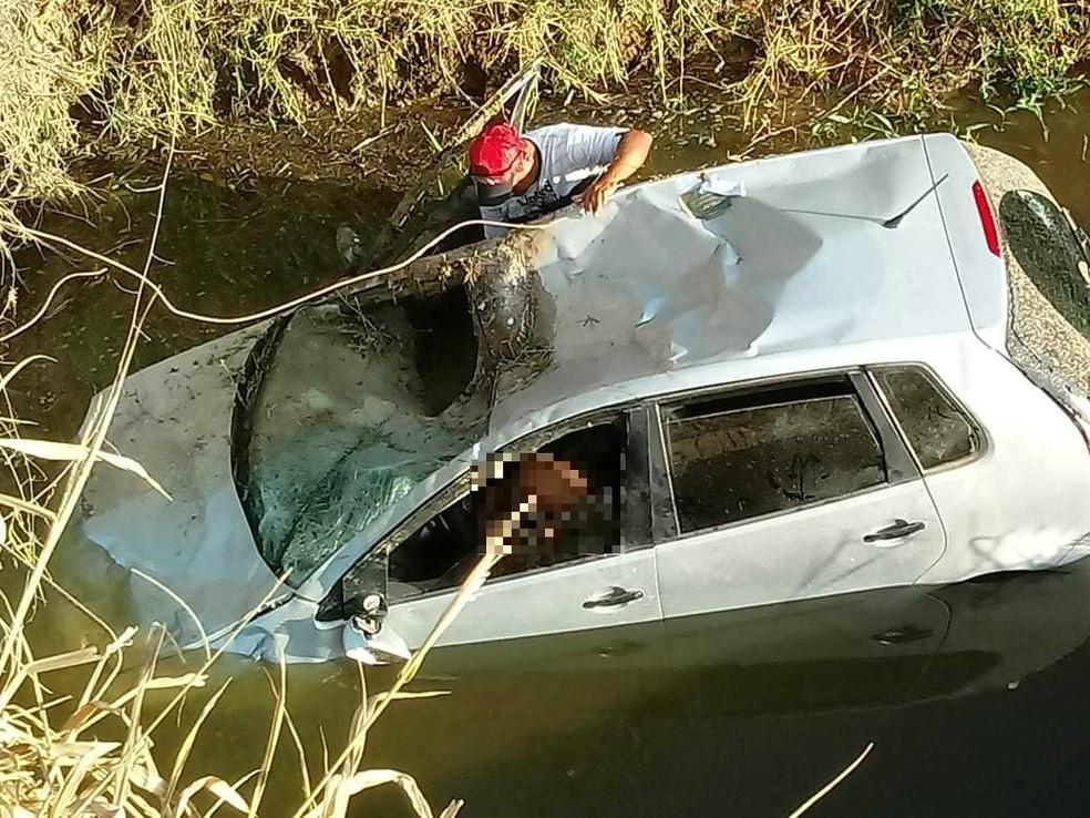 Corpo da vítima e o veículo foram encaminhados para o Departamento de Polícia Técnica (DPT) de Eunápolis, cidade da mesma região. — Foto: Alexsandro Gonçalves / Arquivo Pessoal