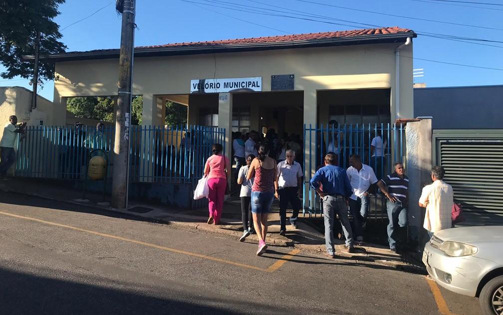 Famílias fazem velório de vítimas da tragédia de Brumadinho — Foto: Henrique Coelho/G1