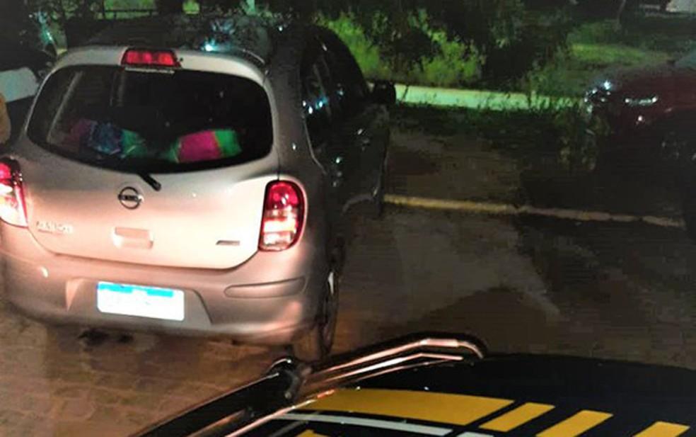 Homem é preso após ser flagrado com carro clonado, na BR-242, em Barreiras — Foto: Divulgação/PRF