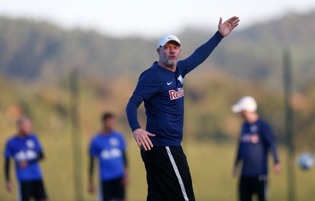 Técnico Antônio Carlos Zago deixou o Bragantino no fim de 2019 — Foto: Ari Ferreira/CA Bragantino