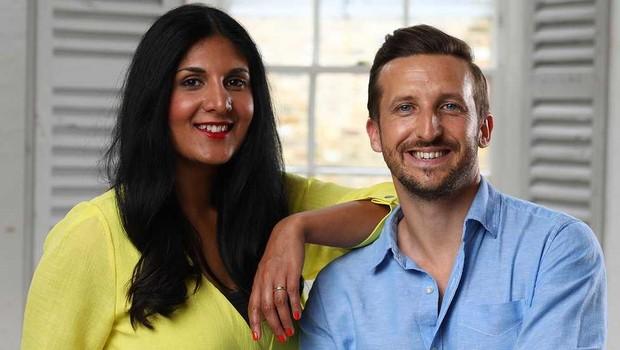 Radha e Lee se conheceram por meio de um site de relacionamentos (Foto: BBC News Brasil/Simon Dawson)