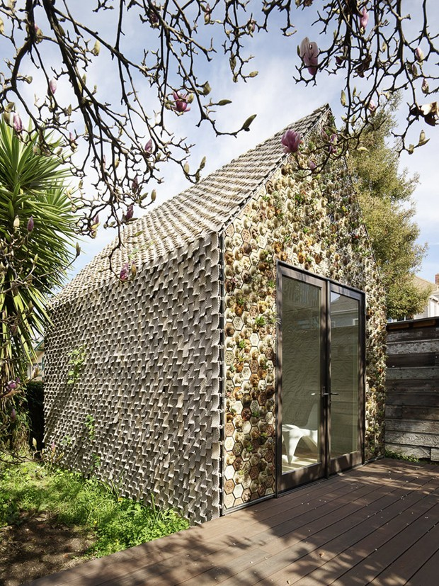 Casa feita a partir de impressão 3D tem fachada para cultivar plantas (Foto: Divulgação)