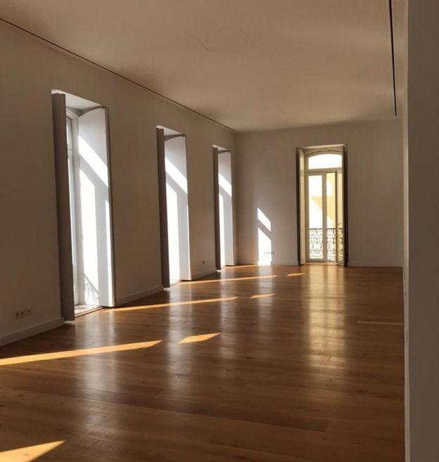 Apartamento de quase 300 metros quadrados, de 1,6 milhão de euros, será nova moradia de família carioca a partir de 2019 (Foto: Patricia Oliveira/Cedida)