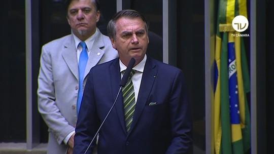 Críticas a filho são 'sinal de que é a pessoa adequada', diz Bolsonaro