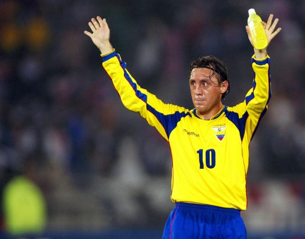 Alex Aguinaga, um dos maiores nomes da história do futebol equatoriano — Foto: Divulgação / Conmebol
