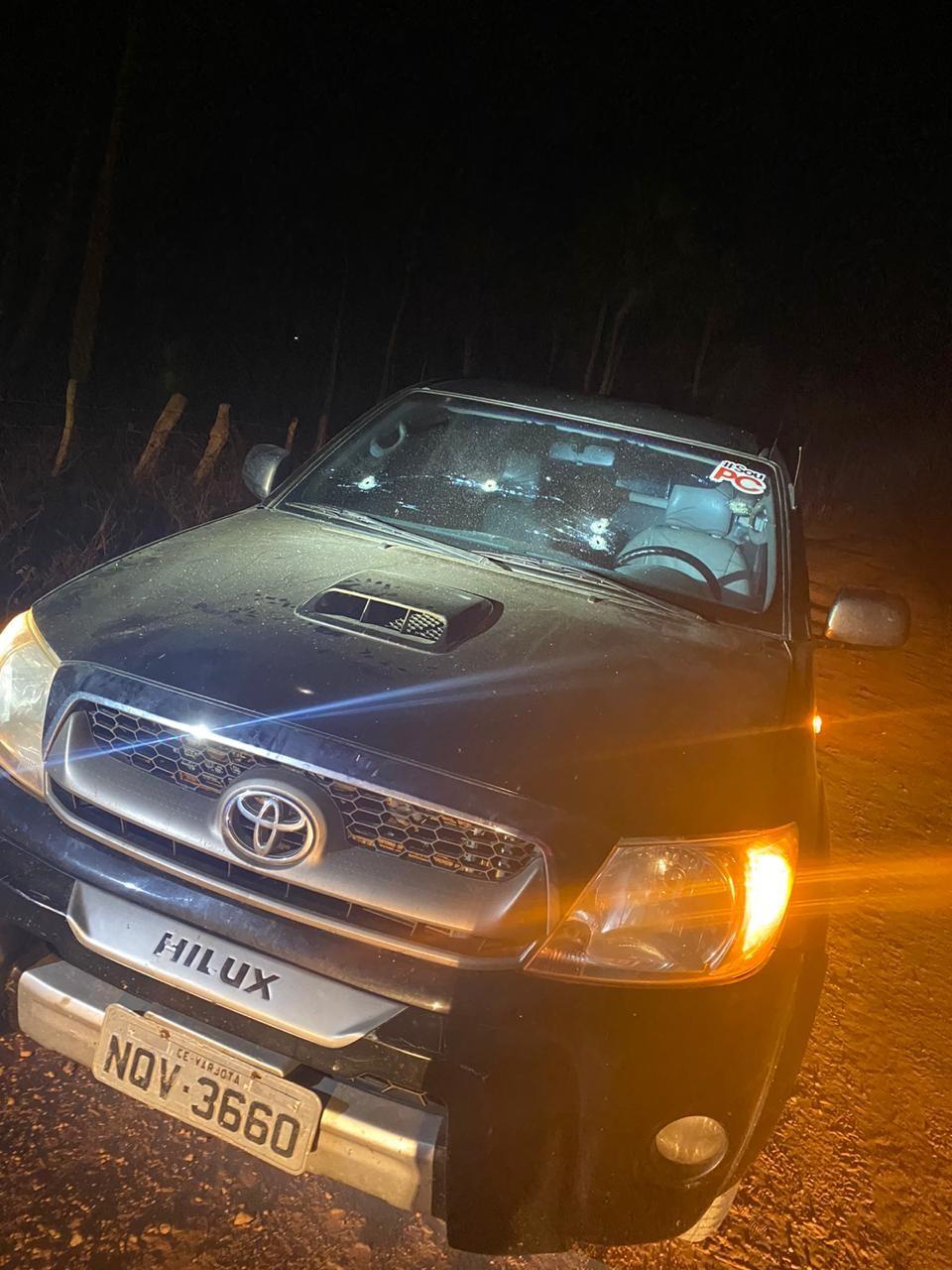 Candidato a prefeito no Ceará tem carro alvejado a tiros em estrada de terra; polícia investiga suposto atentado