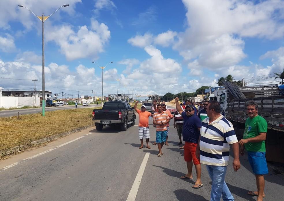 Protesto de caminhoneiros fecha faixas da BR-101 em Parnamirim, no RN (Foto: PRF/Divulgação)