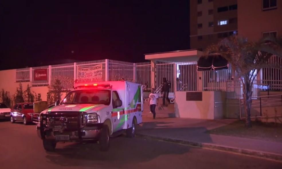 Apartamento onde PM reformado matou vizinho por causa de briga em aplicativo de conversa (Foto: TV Globo/Reprodução)