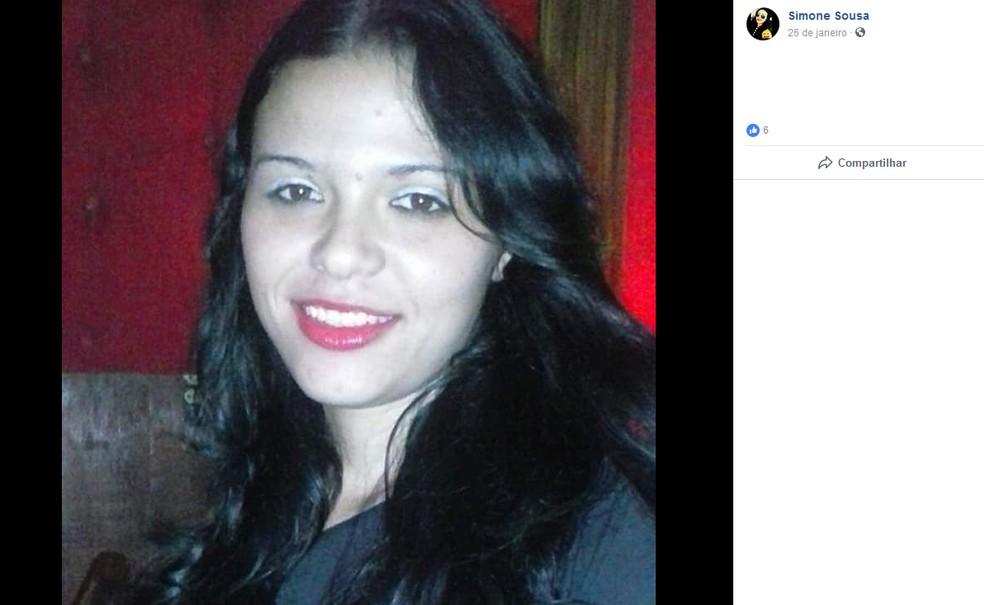 Simone de Sousa Lima; morta a facadas pelo ex-marido — Foto: Facebook/Reprodução