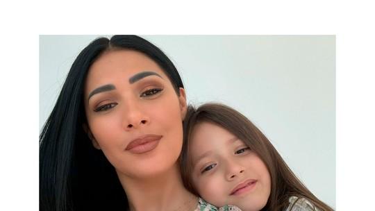 Simaria ajuda filha nas aulas on-line durante a quarentena: 'Acompanhando de perto'