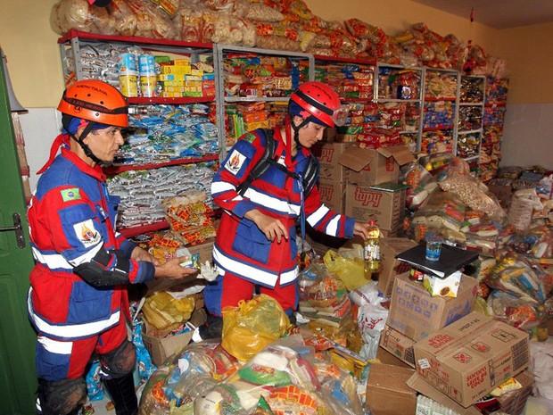 Municípios vizinhos ajudam com doando alimentos para população de Lajedinho (Foto: Haroldo Abrantes/GOVBA)