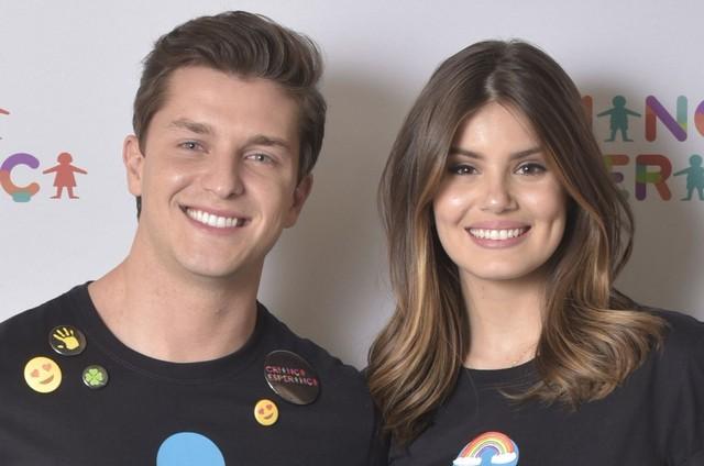 Klebber Toledo e Camila Queiroz (Foto: Cesar Alves/TV Globo)