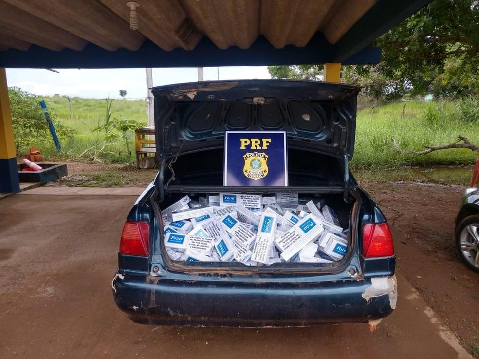 Mais de 17 mil pacotes de cigarro contrabandeados foram apreendidos em um ano nas rodovias do Acre — Foto: Divulgação/PRF-AC