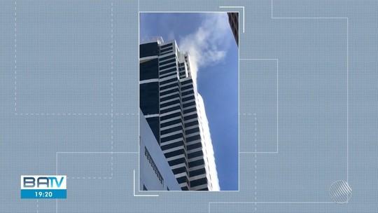 Prédio comercial com trinta e nove andares é evacuado após incêndio