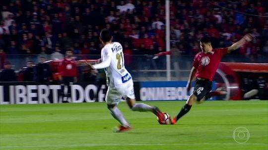 """Presidente do Santos detona árbitro de jogo contra o Independiente: """"Caseiro"""""""