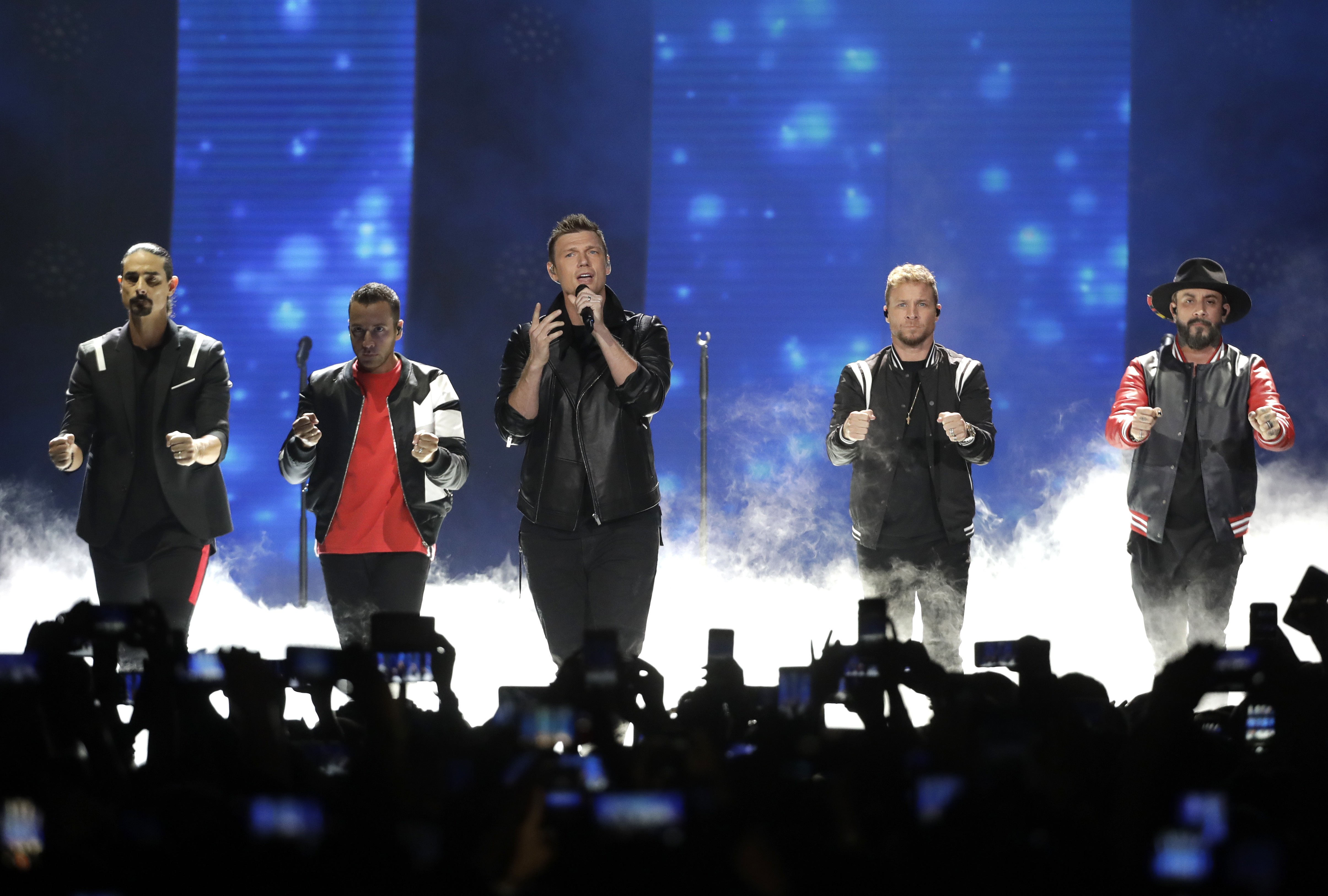 Tempestade atinge local do show dos Backstreet Boys e deixa feridos