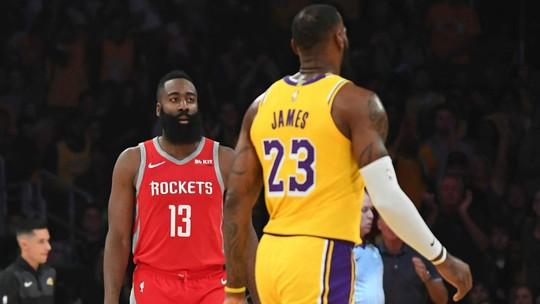 """Jogadores de Rockets e Lakers são expulsos, e Carmelo Anthony vê episódio como """"inaceitável"""""""