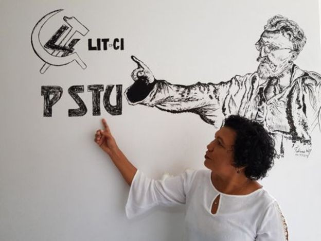 O desenho na parede - feiro por uma militante do PSTU - mostra Leon Trotsky e o logo da 4ª Internacional (Foto: BBC News)