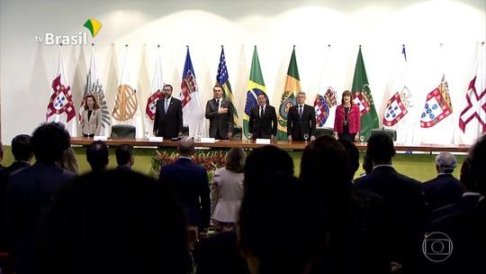 Bolsonaro e o chanceler Ernesto Araújo falam sobre a situação da Venezuela