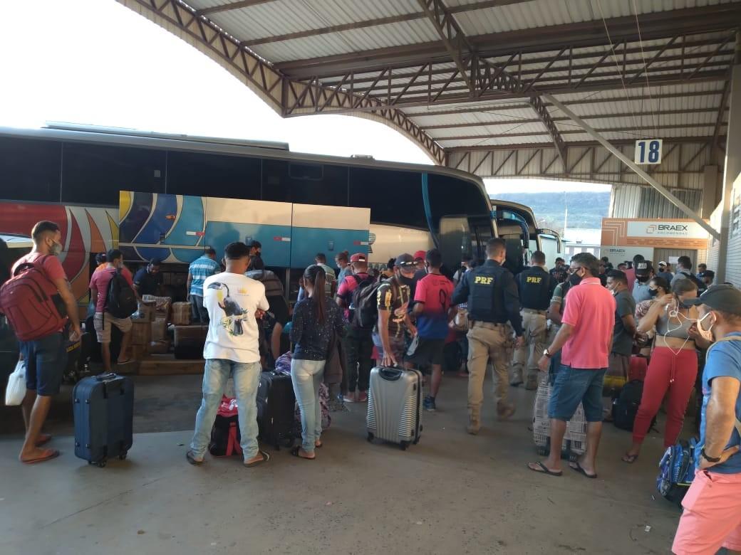 Homem é preso e cinco ônibus clandestinos são apreendidos durante operação no oeste da Bahia