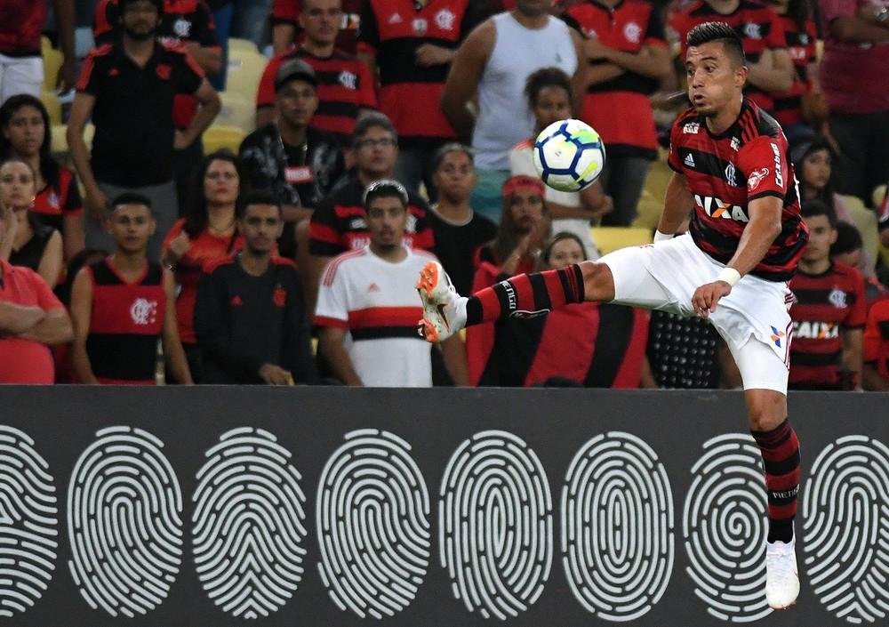 Uribe e Lincoln disputam vaga perto do fim da era Guerrero no Flamengo