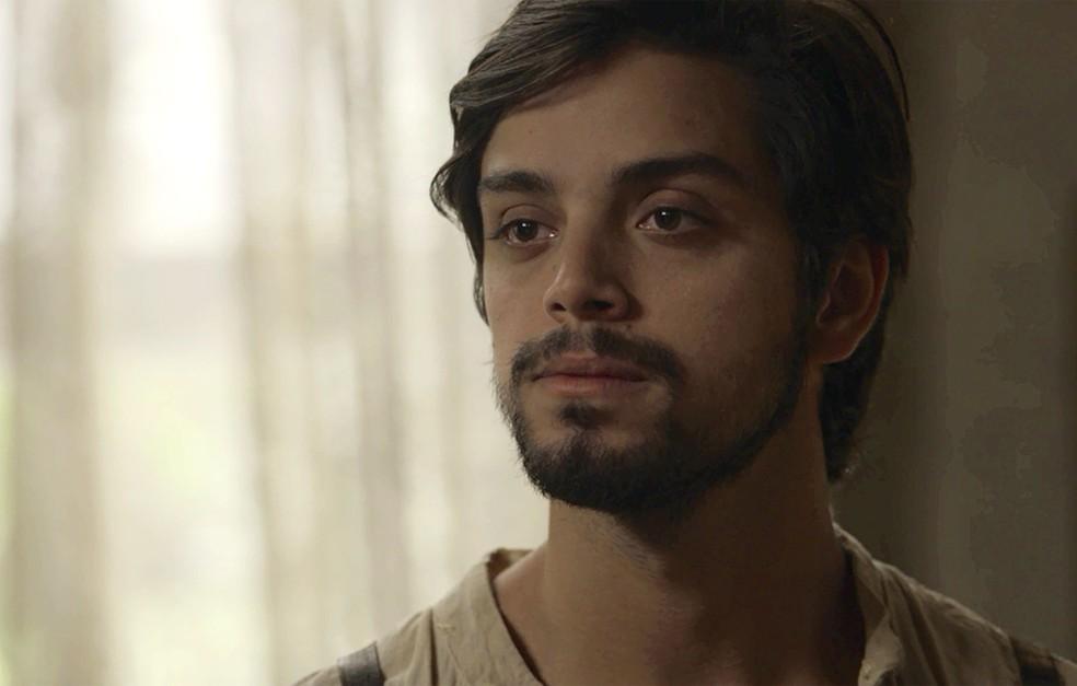 Ernesto diz para Edmundo que é apaixonado por Ema (Foto: TV Globo)